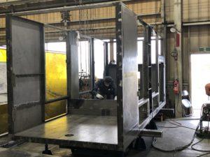 板金加工品の裏面に補強材として鋼材を溶接